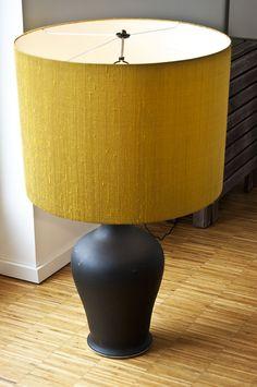 Vaseblampe:  Große Tisch-/Bodenlampe.  Höhe:     105 cm Breite:      60 cm  Epoche:  Moderne