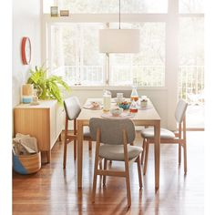 Bailey Dining light oak SS15 with Larsson chairs