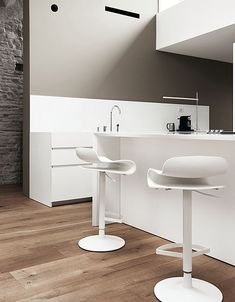 Design: Harry&Camila The version of the BCN stool with a disc base is an adjustable swivel stool. The modernist design of the stool by the designers, Harry & Modern Bathroom Design, Interior Design Kitchen, Bathroom Chair, Designer Bar Stools, Wooden Bar Stools, Adjustable Stool, Chaise Bar, High Stool, Cuisines Design