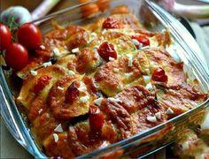 Aceasta este cea mai îndrăgită rețetă de familia noastră. Pe lângă faptul că obținem un fel de mâncare aromat și copios, mai este și foarte frumos. Este potrivit atât pentru masa de zi cu zi, cât și pentru cea de sărbătoare. Savurați cu plăcere! Echipa Bucătarul.tv vă dorește poftă bună alături de cei dragi! Autor text: … Romanian Food, Main Menu, Hungarian Recipes, Food To Make, Chicken Recipes, Good Food, Food And Drink, Vegetarian, Beef