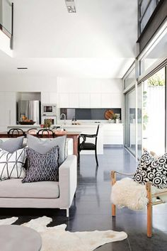 Best Design For Kitchen Living Floor Plan – This is a good example of how a small looking home can still 8 Inspiring Open Concept Kitchen You ll Love BEST 10 Open Plan Kitchen Living Room Ideas for Small interior . Estilo Interior, Interior Styling, Interior Design, Open Plan Kitchen Living Room, Open Plan Living, Open Kitchen, Kitchen White, Dining Room, Dining Bench