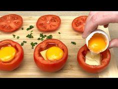 Po prostu wrzuć jajko do pomidora, a będziesz zaskoczony! Przepis na śniadanie nr 35 - YouTube Tomato Breakfast, Breakfast Dishes, Breakfast For Dinner, Breakfast Recipes, Craving Cheese, Everyday Food, Food Inspiration, Easy Meals, Cooking Recipes