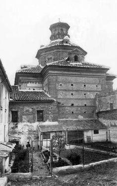 Iglesia del convento y hospital de San Juan de Dios (1942) - Zubiliaga Granada, Louvre, Black And White, Building, Photography, Travel, Old Pictures, Cowboys, Monuments
