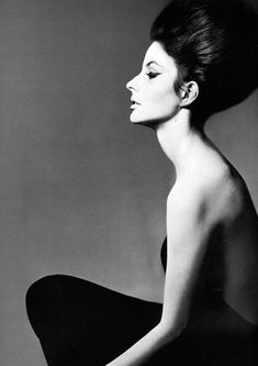 Dolores Guinness (only daughter of Gloria Guinness), photographed in New York by Richard Avedon, 1961. #style #fashion #avedon