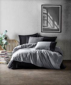 Lenjeria de pat Plain 692 reprezintă alegerea ideală pentru persoanele care își doresc un design nou și elegant pentru locuința lor. Datorită bumbacului de calitate, acestea sunt foarte ușor de întreținut și curățat. #bedding #homedecor #bedroom Cotton Box, Product Offering, Duvet Cover Sets, Comforters, Pillow Cases, Blanket, Design, Grey, Furniture