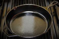 Les cuisiniers en quête d'alternatives auxpoêles anti-adhésivestoxiquesse trouvent souvent dans une impasse. L'acier inoxydable, qui semble être l'alternative la plus saine, est cher, et il ne se prête pas bien à la cuisson des oeufs, des crêpes et autres plats pour qui les poêles anti-adhésivesexcellent généralement. Si vous n'avez pas encore découvert les avantages de …