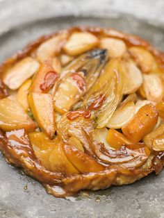 Tarte Tatin des Legumes Green Tomato Chutney Mediterranean Fish Soup w/ Rouille & Croutons Vegetable Tart, Vegetable Dishes, Fall Recipes, Great Recipes, Favorite Recipes, French Tart, Savory Tart, Roasted Vegetables, Root Vegetables