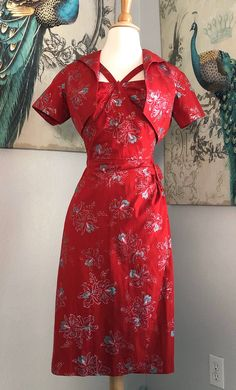 Vintage Alfred Shaheen Red Sarong Style Hawaiian Dress with Bolero Size 8 Tea Length Dresses, Short Sleeve Dresses, Vintage Wear, Vintage Fashion, Cardboard Jewelry Boxes, Metallic Prints, Vintage Hawaiian, Wiggle Dress, Vintage Designs