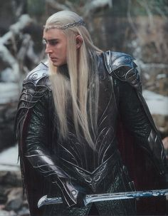 Thranduil's armor and sword in The Battle of the Five Armies. Costume. Armadura. Traje. The hobbit. Elfo. Elf
