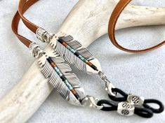 Excited to share this item from my shop: Silver feather western eyeglass chain with turquoise black and terra cotta beads. Leather eye glasses holder strap necklace for eyewear. Leather Lanyard, Leather Chain, Leather Necklace, Antler Jewelry, Diy Fashion Accessories, Imitation Jewelry, Bracelets For Men, Eyeglasses, Terra Cotta