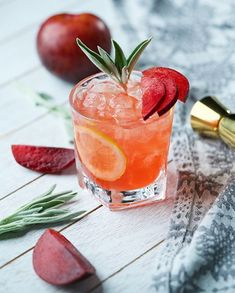 Citrus and Whiskey Cocktail with Plums and Sage Whisky Cocktail mit Pflaumen und Salbei Whisky Cocktail, Whiskey Drinks, Champagne Cocktail, Cocktail Drinks, Cocktail Recipes, Whiskey Recipes, Energy Drinks, Fireball Cocktails, Cocktails 2018