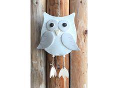 Naše nová roztomilá sovička Rozárka v bílo-kapučínovémprovedení. Sovamá na výšku i s nohama 24 cm a na šířku má 16 cm. Candle Sconces, Wall Lights, Candles, Home Decor, Owl Pendant, Barn Owls, Pendants, Projects, Homemade Home Decor