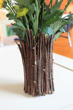 Μάζεψαν μερικά κλαδιά και έφτιαξαν κάτι χρήσιμο για κάθε σπίτι.. Recycling Containers, Florida Gardening, Growing Vegetables, Dried Flowers, Cactus Plants, Glass Vase, Backyard, Repurpose, Reuse