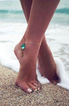 Aqua Gemstone Anklet ♥ looks great! Jewelry Box, Jewelry Accessories, Fashion Accessories, Jewelry Making, Jewlery, Beach Jewelry, Summer Accessories, Jewelry Trends, Boho Jewelry