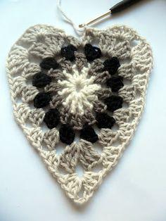 Crochet heart tutorial - written in Finnish with many photos