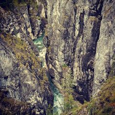 Very deep and steep canyon of Shumak River. Eastern Sayan Mountains, Siberia, Russia. #hasajacezajace #siberia #russia #iloverussia #travelphotography #travel #trip #travelmore #instatravel #trekking #canyon #river #forest #pine #outdoorlive  #outdoorwoman #outdoor #shumak