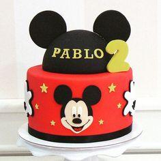 Tarta Mickey y Minnie Mouse Bolo Do Mickey Mouse, Fiesta Mickey Mouse, Mickey Mouse Cupcakes, Mickey Mouse Parties, Mickey Party, Disney Parties, Minnie Mouse, Mickey 1st Birthdays, Mickey Mouse Clubhouse Birthday