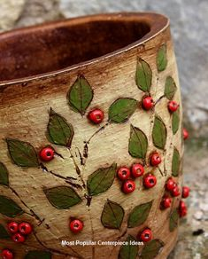 Take a look of few amazing Christmas centerpiece ideas for decoration which are time and money saving as well. Take a look of few amazing Christmas centerpiece ideas for decoration which are time and money saving as well. Hand Built Pottery, Slab Pottery, Pottery Mugs, Ceramic Pottery, Pottery Art, Ceramic Techniques, Pottery Techniques, Ceramic Pots, Ceramic Clay