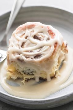 Easy one hour cream cheese cinnamon rolls have cream cheese IN the DOUGH to make them extra soft, super fluffy, and more flavorful! Easter Recipes, Brunch Recipes, Breakfast Recipes, Dessert Recipes, Breakfast Ideas, Kid Desserts, Breakfast Pastries, Morning Breakfast, Health Breakfast