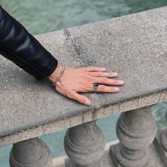 Just chilling by the fountain and missing vitamine sea 🌊 Onyx Ring, Chilling, Fountain, Sea, Mens Fashion, Jewels, Bracelets, Rings, Silver