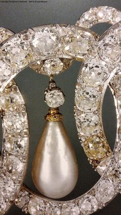 Vladimir tiara close up* Royal Jewelry, Pearl Jewelry, Antique Jewelry, Jewelery, Fine Jewelry, Pearl Earrings, Tiaras And Crowns, Royal Crowns, Coin Ring