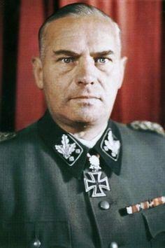 """SS-Gruppenführer und Generalleutnant der Waffen-SS Felix Steiner (1896-1966), Kommandeur SS-Panzergrenadier Division """"Wiking"""", Ritterkreuz 15.08.1940,  Eichenlaub (159) 23.12.1942, Schwerter (86) 10.08.1944"""