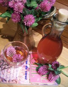 Mlle sara: syrop z koniczyny Homemade Liquor, Superfood, Glass Vase, Food And Drink, Herbs, Drinks, Witchcraft, Menu, Tasty