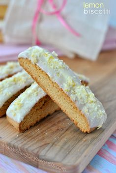 Lemon Biscotti: breakfast cookies, does it get much better than that? #lemon #biscotti