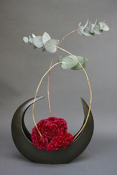 Ikebana- freestyle by sogetsudc, via Arrangement Ikebana Arrangements, Ikebana Flower Arrangement, Floral Arrangements, Arte Floral, Deco Floral, Floral Design, Flower Show, My Flower, Flower Art