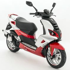 The new Peugeot Speedfight 20 Edition celebrates two decades of the now iconic French scooter with special paint and features to add extra style to the mix Peugeot, Scooter 50, 50cc Moped, Motorcycle News, Motor Scooters, Mini Bike, 20th Anniversary, Street Fighter, Celebrities