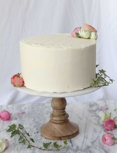 The Perfect Vanilla Cake with Buttercream Frosting — elisabeth & butter Wedding Cake Icing, How To Make Wedding Cake, Wedding Cake Prices, Cool Wedding Cakes, Wedding Cupcakes, Wedding Cake Toppers, Wedding Decor, Wedding Ideas, Perfect Vanilla Cake Recipe