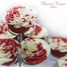 "they say these cupcakes are inspired by alice in wonderland ""painting the roses red"" buttt i think they look like murder cupcakes."