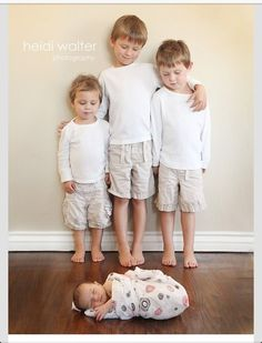 newborn with siblings. Would be cuter with brothers sitting instead of standing Newborn Sibling, Sibling Poses, Baby Poses, Newborn Poses, Siblings, Sibling Photo Shoots, Boy Photo Shoot, Sibling Photography, Children Photography