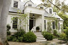 Traditional exterior + Cape + flagstone on-top of pea gravel