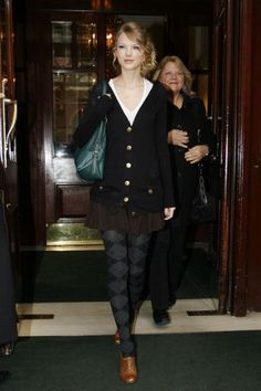 Taylor Swift Fashion and Style - Taylor Swift Dress, Clothes, Hairstyle - Page 34
