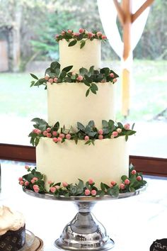 Buttercream wedding cake with flower by Marangona | www.marangona.hu