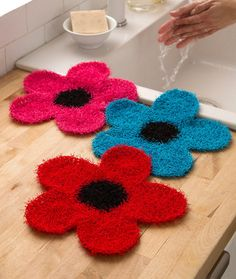 Make something useful and pretty with this Crochet Flower Dish Scrubber. Work up this crochet pattern with Red Heart Scrubby yarn, which is soft on your hands but tough on any food stuck to your dishes. Crochet Puff Flower, Crochet Flower Patterns, Crochet Flowers, Knitting Patterns, Mandala Crochet, Crochet Kitchen, Crochet Home, Knit Or Crochet, Crochet Geek