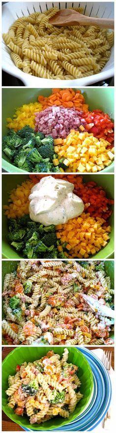Fideos tornillo con verduras, queso, jamón, piña y salsa agria...