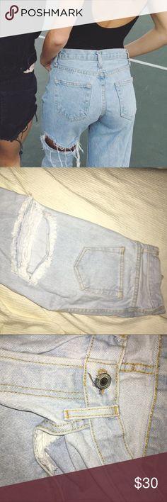 Brandy Melville boyfriend jeans, hole below butt Light wash Brandy Melville jeans with hole right below butt and hole by knee Brandy Melville Jeans Boyfriend