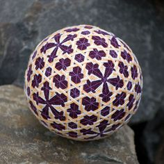 Temari ball by mfrid on Etsy Sewn Christmas Ornaments, Temari Patterns, Traditional Japanese Art, Flower Ball, Historical Art, Christmas Centerpieces, Japan Art, Art And Architecture, Paper Flowers