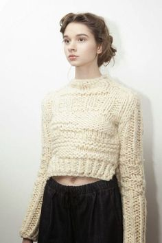 "amandahendersonknits: "" amanda henderson knits & chelsey sweater at the a& 2013 presentation at Cliqk & photo by Justyna Fijalska "" Knitwear Fashion, Crochet Fashion, Knitting Yarn, Hand Knitting, Big Knits, Chunky Knits, How To Purl Knit, Knit Purl, Cardigan Pattern"
