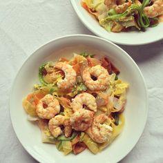 Nouilles de légumes aux crevettes – Bowl & spoon