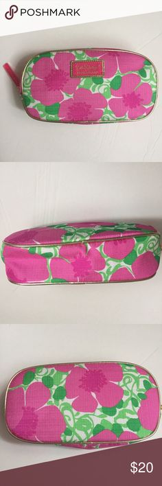 """🆕 LILLY PULITZER for Estée Lauder Make Up POUCH This Lilly Pulitzer for Estée Lauder Make-up Bag / POUCH  is NEW WITHOUT TAGS and has never been used.  Perfect stocking stuffer for this Holiday Season!  Measurements:  Length: 8"""", Height: 5"""", Depth: 2"""" - Zipper Closure Lilly Pulitzer Bags Cosmetic Bags & Cases"""
