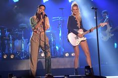 Live Video: American singer-songwriters Halsey and Kelsea Ballerini performed on CMT Crossroads at the Ascend Amphitheatre in Nashville. World Wide News, Kelsea Ballerini, New Years Eve Outfits, Halsey, American Singers, Nashville, My Idol, National Parks, Stage