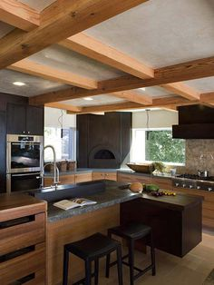 A corner pizza oven plus double wall ovens and a warming drawer provide pro-style equipment for baking bread or whipping up a gourmet pizza. Design by Gioi Tran Tea Station, Beautiful Kitchen Designs, Beautiful Kitchens, Home Design, Patio Design, Interior Design, Hgtv Kitchens, Outdoor Kitchens, Dream Kitchens