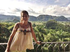 Vista de los Mogotes, desde mirador de los Jazmines, en Viñales, Cuba.Espectacular paisaje, salvaje, tropical, autentico