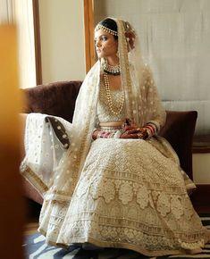 Photography studio shed ideas 25 ideas Sari Wedding Dresses, Wedding Saree Blouse, Bridal Dresses, Indian Bridal Wear, Indian Wear, Indian Dresses, Indian Outfits, Manish Malhotra Bridal, Bridal Lehngas