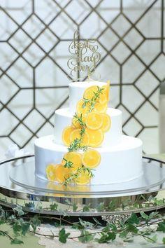 サプライズ感がハンパない♡個性溢れるウェディングケーキのデザイン8選にて紹介している画像