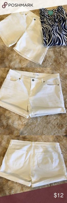 Ann Taylor loft white shorts. Ann Taylor loft white shorts. (Relaxed skinny). They look new. Where them straight or roll them up as depicted in the picture. 98% cotton, 2% spandex. 14 1/2 inches in length. 30 inch waist. Size 10. Ann Taylor  Shorts Jean Shorts