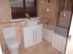 Rachel from Ayr efficiently uses space by combining bath and shower in their bathroo #VPShareYourStyle